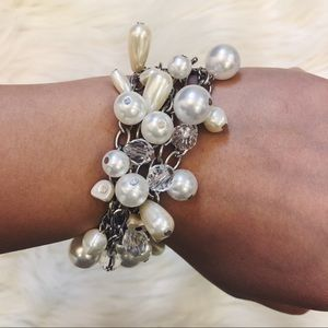 The Limited Pearl Beads and Silver Chain Bracelet
